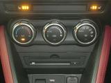 1年中快適な車内温度の設定をしてくれるオートエアコン付きです☆寒い季節に嬉しいシートヒーター付きです☆