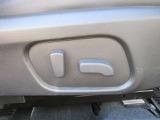 運転席用パワーシート付き!上下、前後のシート移動が電動でラクラク操作可能です!