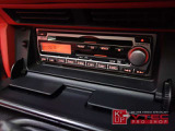 オーディオには純正CD・MDオーディオが装備されております。シンプルの機能で使い勝手の良いオーディオですが、ポータブル機器をお使いの方には社外オーディオへの交換をオススメ致します!