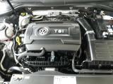 直噴技術と過給機を組み合わせることで小排気量ながら高出力を生み出すTSIエンジン搭載!