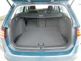 普段使いには十分な広さのラゲッジスペース!フラットな荷室は荷物の載せ下ろしもラクラク!レジャーやアウトドアにも役立ちます!