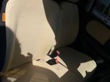 【ベンチシート】ラブラブ!(笑)で、運転席・助手席の行き来もしやすく、駐車時に便利☆また開放感もいいですね!一度体感されるとクセになりますよ(^^)