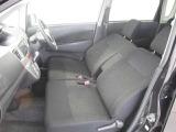 運転席と助手席はこんな感じ