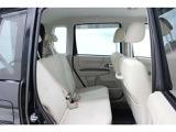まるまるクリーニングでは前席を外してシート下まで徹底洗浄。消臭&除菌効果あり、更に清潔感がUP!