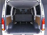 【トランク】荷室が非常に広く荷物が載せやすいです!車体サイズの割に燃費も良く走行性能も高いのが特徴です!