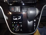【オートエアコン】一度、気温を設定すれば自動的に過ごし易い温度に調整してくれますよ。車内をいつでも快適空間にしてくれます。