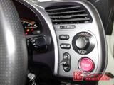 スイッチパネルにオプションチタンパネルを装備。内容的には地味な装備ですが、運転時に目に入る箇所ですので大きな存在感のあるパーツです。リアルチタンの感覚を楽しんでください!