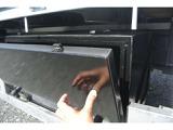 大きな工具BOXを助手席側に搭載☆