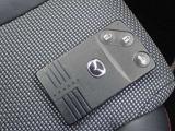 カードキーが付いています。車に近づくと開錠、離れると施錠、乗り込んでエンジンを始動することができとても便利です。
