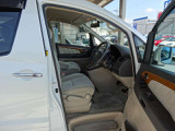 シンプルながらホールドの良いシートです。ドライバーの体をしっかり支えてくれるので長時間の運転も疲れにくいです。