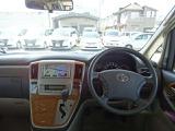 明るくて見晴らしの良い運転席です。視野の広さで安心して運転出来ますよ。