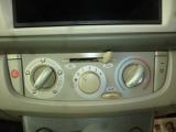 操作が簡単なマニュアル式エアコンですので、便利です。