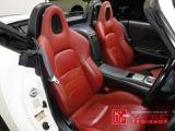 シートは純正赤レザーシートを装着。距離・年式を考えれば良好なコンディションを保っていると言えるでしょう。走りをより楽しみたい方にはフルバケットシートをお勧め致します。当社、試座可能な中古レカロ多数!