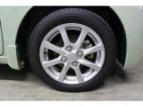 純正14インチアルミホイールを装備、タイヤサイズは155/65R14を設定しております。