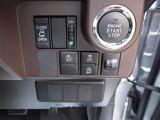 プッシュスタートに片側電動スライドドア、アイドリングストップ、横滑り防止機能付です。