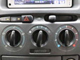 使いやすいレイアウトの空調スイッチ類です。スイッチも大きく、気温に合わせて直観的に操作できそうですね!操作もしやすく、車内をいつでも快適に保てます♪