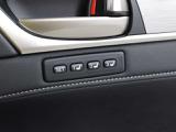 本革シートには、背もたれと座面から爽やかな風が吹き出るシートベンチレーション機能を搭載。夏の暑い日にもシートと密着している背中や足腰の蒸れを防ぎ、快適なドライブを楽しむことができます。
