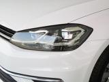 日中の自然光に近いLEDの光が、より明るく照らしてドライバーの疲労を軽減!