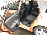 〔助手席後部側からの画像〕 開口部の広さや乗り降りのしやすさをご確認下さい。