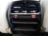 リヤもシートヒーティング機能付きで、3段階の温度調整が可能です。冬は暖房よりも先に暖まり風もなく快適です。1度使うとやめられない機能の一つです。