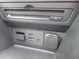 USBポート&サービスコンセトもあります。