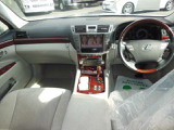 フロントシートはパワーシートになりますので自分にあったポジションに設定ができます!!