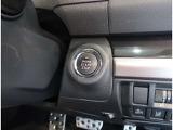 スマートキーを携帯していれば、ドアの解錠・施錠ができます。エンジンの始動も、ブレーキを踏みながらこのスイッチを押すだけ♪