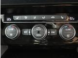 ★3ゾーンエアコンディショナーです。運転席、助手席、後席の3つのゾーンで温度、風量の調整が可能です。フレッシュフィルターが花粉やダストを除去します。
