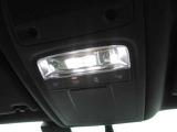 ルームランプはLEDを採用しております。そのほかインテリアライトの明るさ調整も可能です。