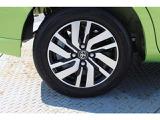 トヨタ純正アルミホイール。タイヤの溝もバッチリです。