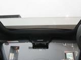 内装:天井部分の写真です。認定中古車「サーティファイドカー」は専用のコールセンターにオペレータが24時間365日待機。現場での応急処置、車両の牽引、ドライバーや同乗者の移動の手段の手配などを無料サポート!