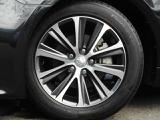 純正17インチアルミホイール!なんと、、タイヤは4本新品交換!サイズは215/55-17です!タイヤのミゾも中古車選びのポイントですね!ツルツルだとすぐタイヤ代が何万もかかりますね!