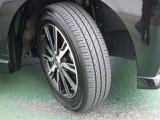 純正のアルミホイール。タイヤの溝もまだまだ残っております。