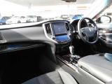 もちろん純正フロアマット付!★エアコン左右独立温度調整機能★フルオートエアコン!運転席と助手席の設定温度を、簡単な操作でそれぞれ独立して調節できます★