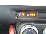 シートには寒いときにはとても重宝するシートヒーター付きです。温度は3段階に調整可能です。ハンドルヒーターも完備で寒い日も運転に集中して頂けます。