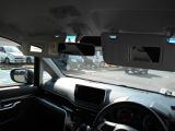 身だしなみは男女を問わず大切ですよね?運転席と助手席にバニティミラー付きです。