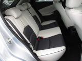 ドアの開閉角度も大きく乗り降りが楽にできて、リヤシートも広く乗れます・足元も広いです。