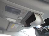 オーバーヘッドコンソールには、便利なサングラスケースボックス装備