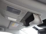 オーバーヘッドコンソールには、便利なサングラスケースが付いてます。