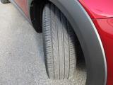 純正タイヤは、215-50-18トーヨータイヤ装着。