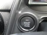エンジンをスマートに掛けられるプッシュボタンスターターシステム。キーを抜き差しの手間が有りませんので便利です。