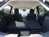 大型のスーツケースや、一般的なベビーカーが積み込める実用的な広さを備えたラゲッジルームです。