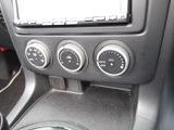 車内をお好みの温度に出来る、オートエアコンを装備しています。