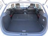 後席は6:4の分割式で可倒します。CX-3の荷室は2段式になっています。左右両側倒せば荷物も広がり、荷物もしっかりとのせれます。