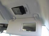 運転席の頭上にはETCがスマートに収納されています。