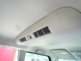 室内の空気を循環させるリサーキュレーター(エアコンの効きが全体に広がります。)が付いてます。