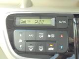 液晶パネルで確認可能な、オートエアコン!温度設定だけで、快適な室内空間を演出してくれます!!