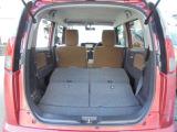 リヤシートを畳み込めば、奥行き&高さのある、より広大なラゲッジルームが出現!!