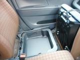 助手席シート下にあります。収納ボックス★