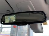 アラウンドビューモニター搭載。ルームミラーの液晶に上から見下ろしたように映るので、スムースな駐車をサポートします。
